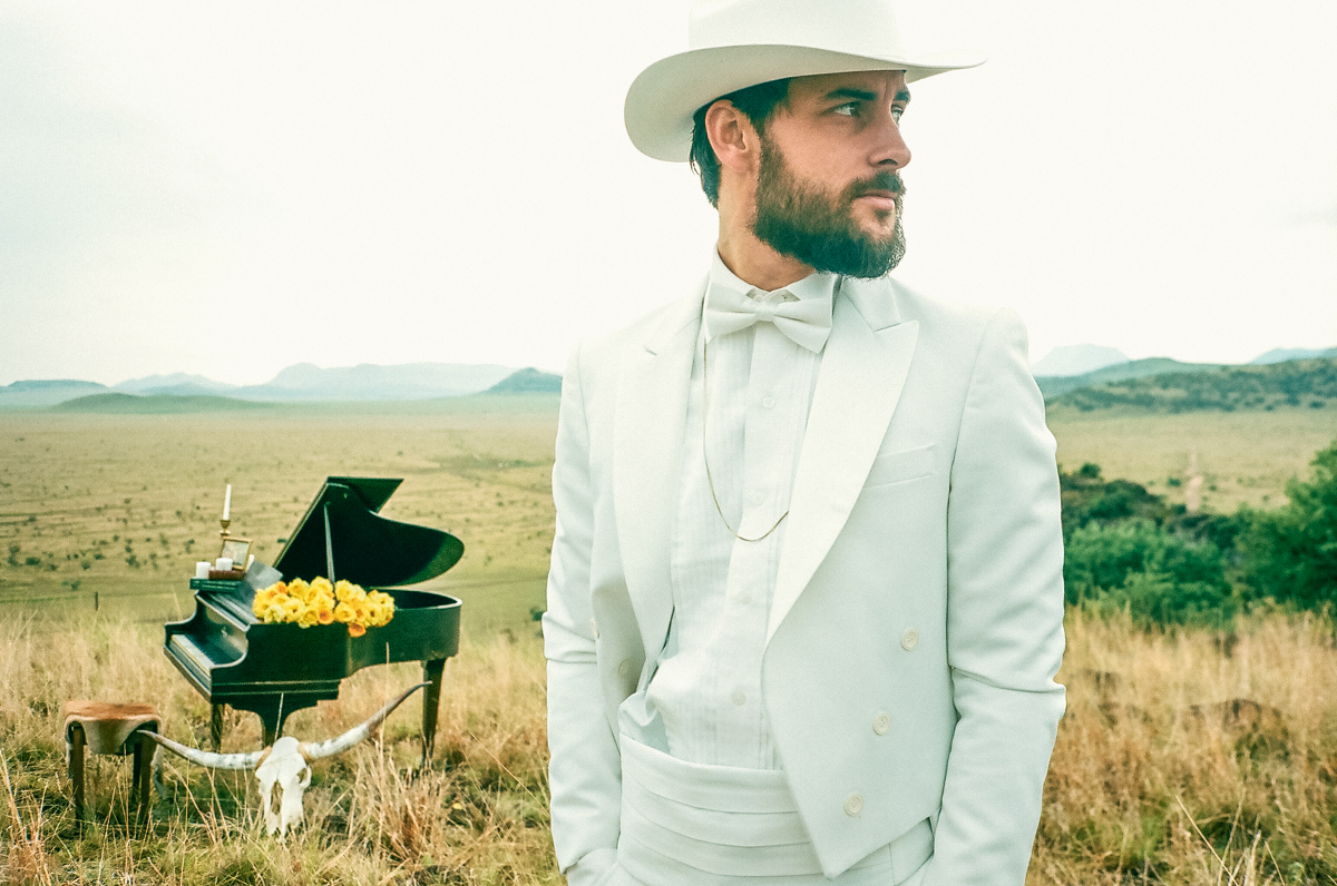 Texas Piano Man Robert Ellis supports EELS this summer; headlining dates in the fall